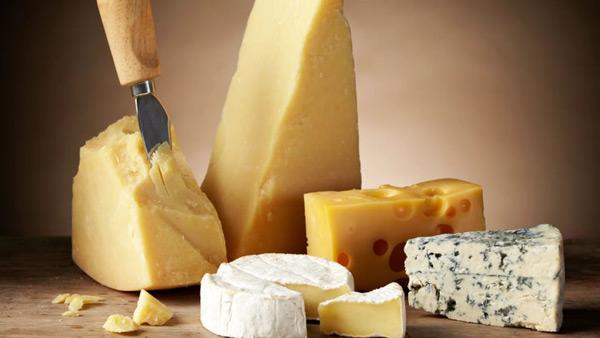 Comment découper le fromage ? Techniques et astuces
