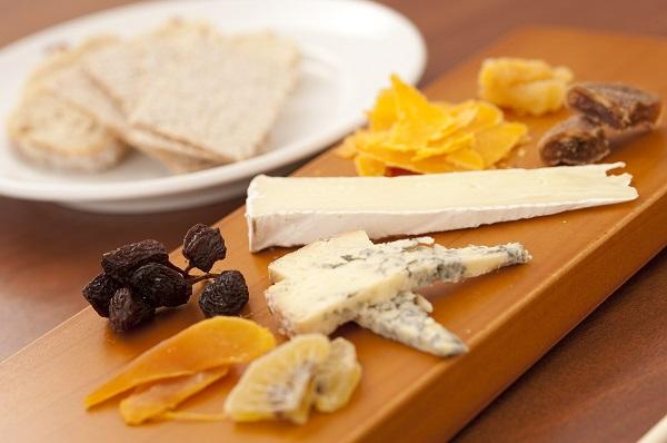 Comment servir le fromage ? Assortiment, présentation, plateau