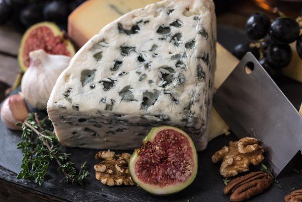 Différence entre fromage fermier, laitier et artisanal