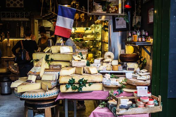 Les différences entre un fromage fermier, artisanal et laitier