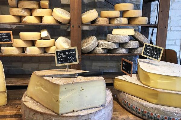 Acheter du fromage : Où, comment ? En grande surface, artisan, producteurs, Box par abonnement, …